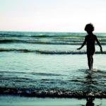 日曜の朝、海辺で聞きたい癒しの音楽!ノルウェーのアコースティックデュオ キングス・オブ・コンビニエンス 3枚のアルバム
